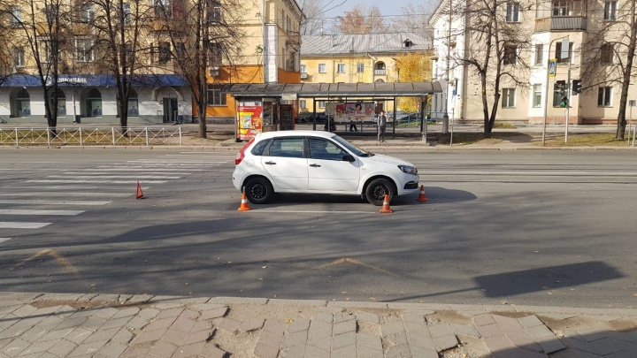 «Увезли с травмами головы»: водитель сбил подростка на пешеходном переходе на Богдана Хмельницкого