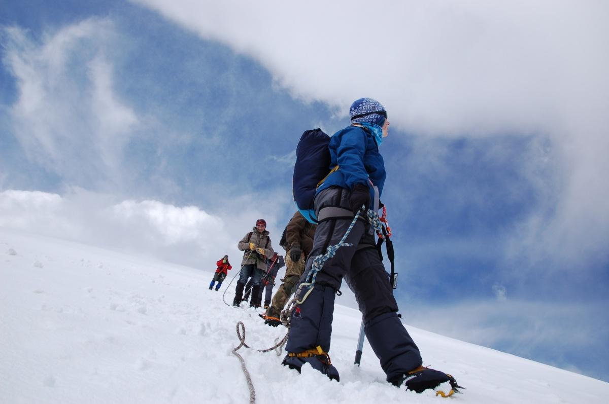 Его группапланировала взойти на Эльбрус, но не дошла до вершины 600 метров из-за начавшейся грозы