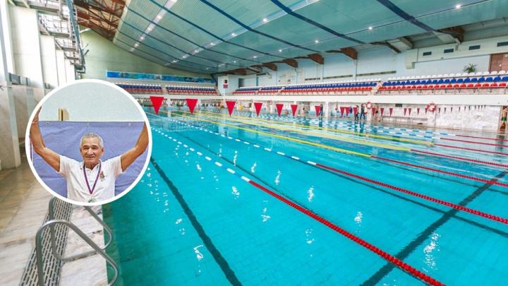 80-летний пенсионер из Красноярска устраивает марш-броски в бассейне