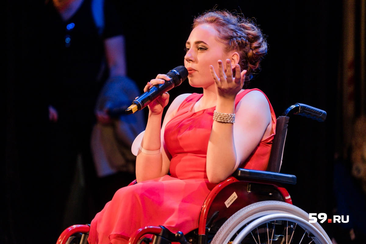 Единственная участница не из Поволжья — Диана Ложечникова. Она играет в КВН и представляет Свердловскую область