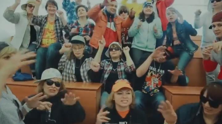 Родители выпускников зачитали рэп