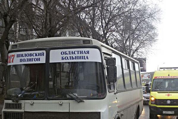 Водитель попал под колёса своего автобуса на Немировича-Данченко