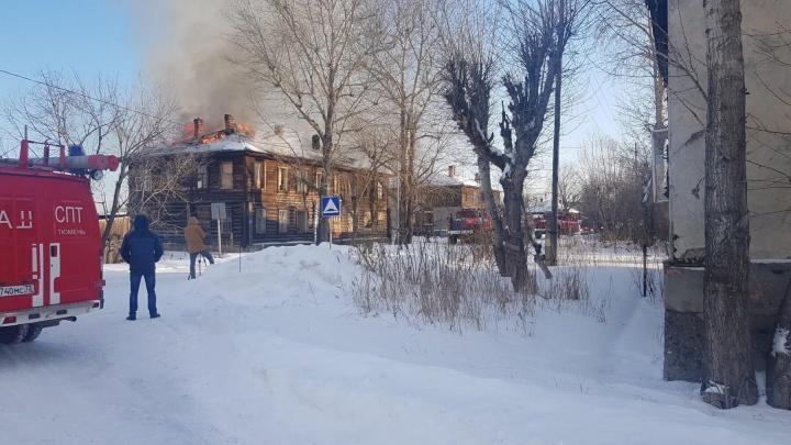 В Тюмени загорелся четвертый дом на Береговой