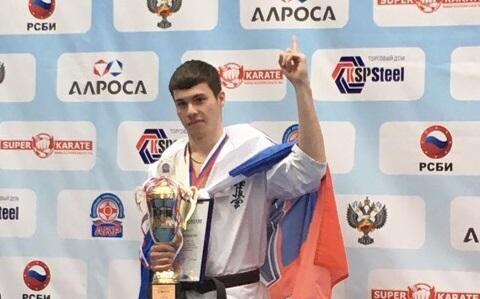 В Москве на соревнованиях по каратэ екатеринбуржец нокаутировал соперника, но занял второе место