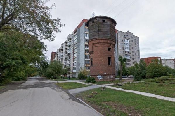 Местные жители считают, что башня является одним из символов Сортировки