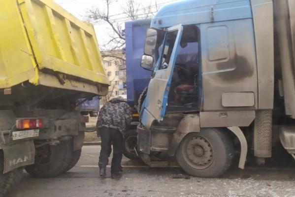 Неделю назад на этом же месте МАЗ «собрал» две легковушки и два грузовика