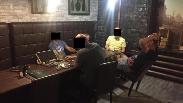 По соседству с рестораном: в Самаре на Революционной нашли незаконный покерный клуб