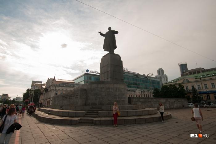 Памятник во время реконструкции могут снять с постамента