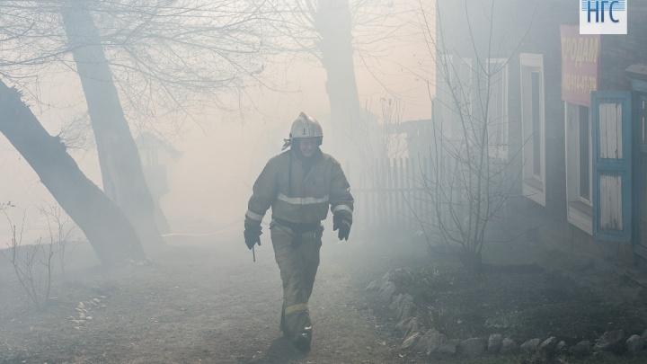 Молодой сосед задушил 81-летнюю женщину и поджег её дом в Мотыгино