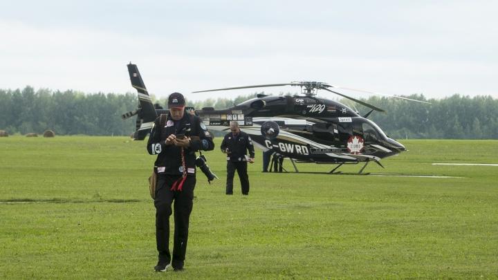 Черный вертолёт из Канады приземлился на аэродроме под Новосибирском
