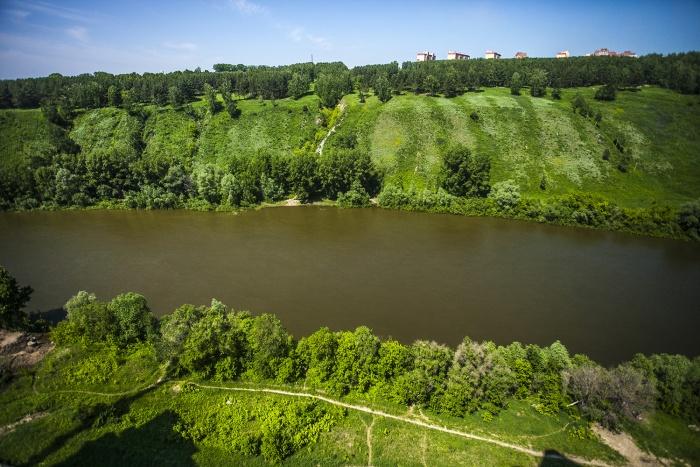 Тело было обнаружено возле берега реки Иня, недалеко от ул. Физкультурная