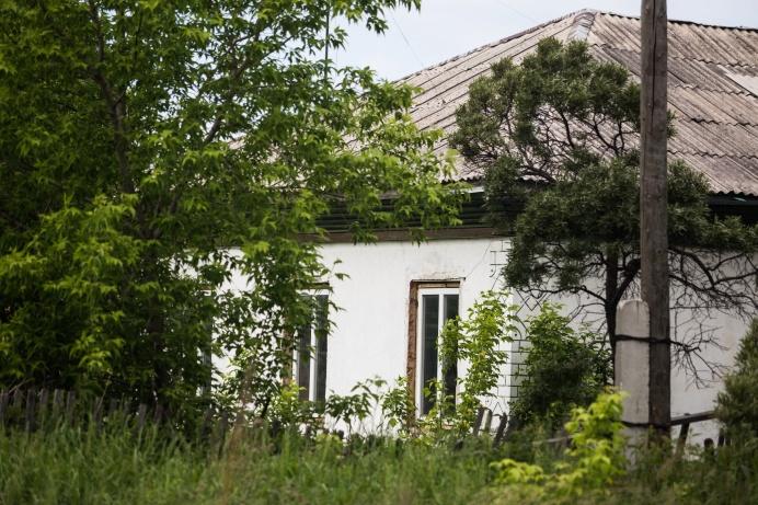 Некоторые смело строят дома через дорогу от кладбищ, но в таких районах встречаются и заброшенные дома, что невольно воскрешает суеверия