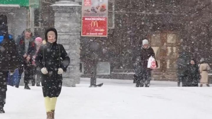 Зима не сдаётся: утро четверга встретило челябинцев снегопадом и скользкими дорогами