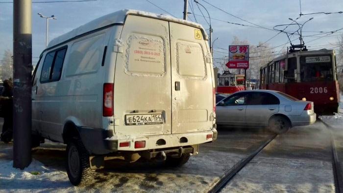 «Я паркуюсь как чудак»: трамваям тут не место