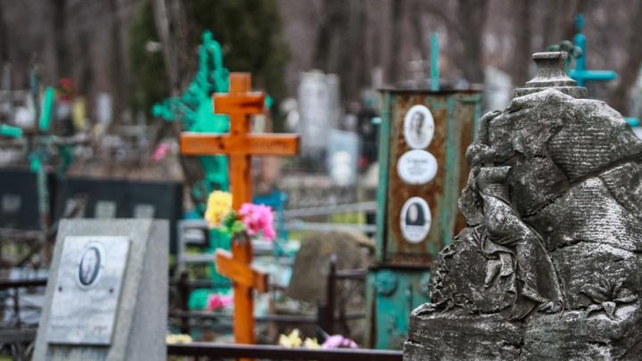 Сбивали монтировкой ограды: в Ростове поймали «кладбищенских» воров