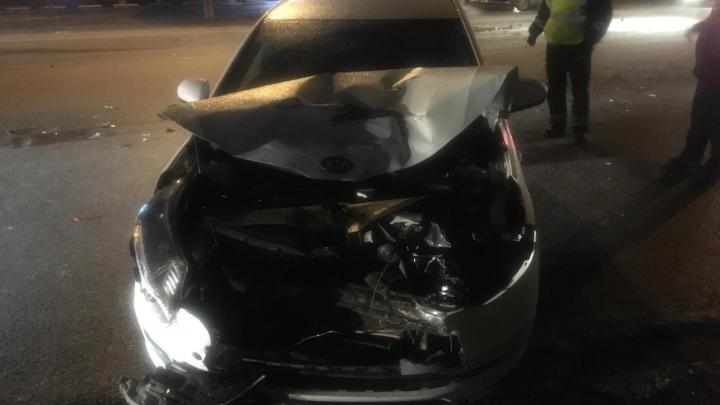 Такси отбросило на «КИА»: в Самаре столкнулись три автомобиля