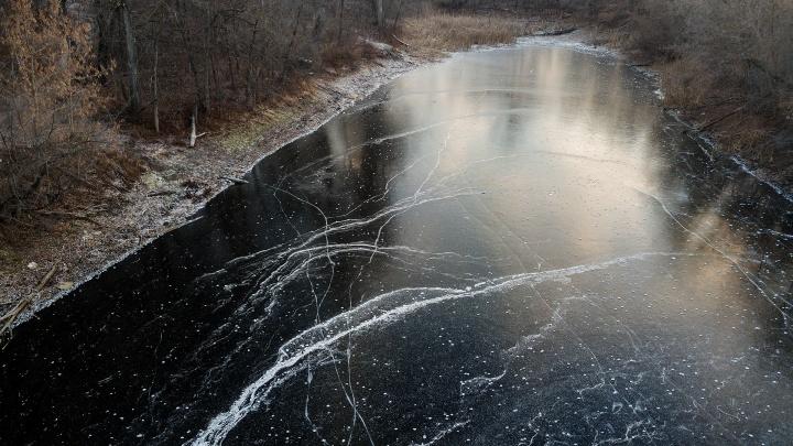 Как в сказке: самарский фотограф снял замерзающие озёра под Самарой