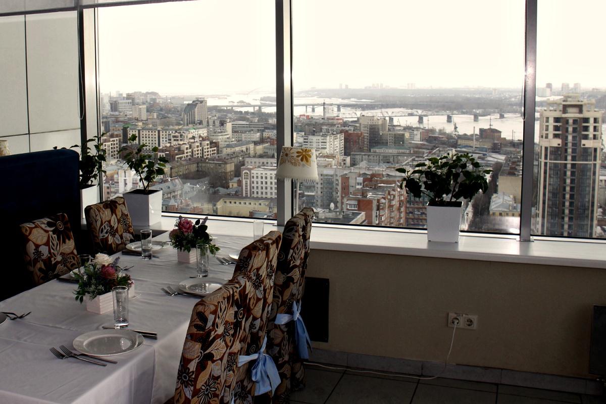 «Небо» — единственный высотный ресторан города. Больше заведений с такими панорамами в Новосибирске пока нет