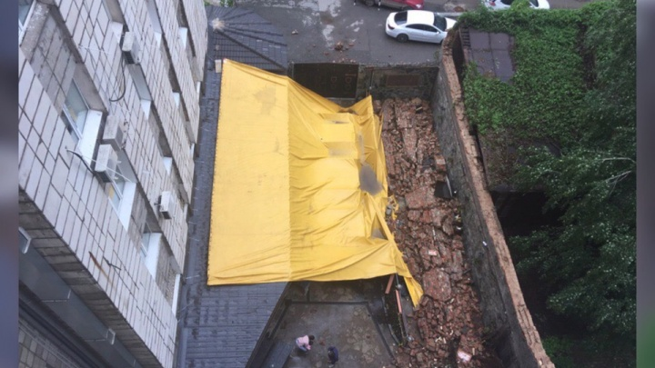«Конструкция была ненадежной»: пермячка подаст в суд на кафе, где на нее во время грозы упала стена