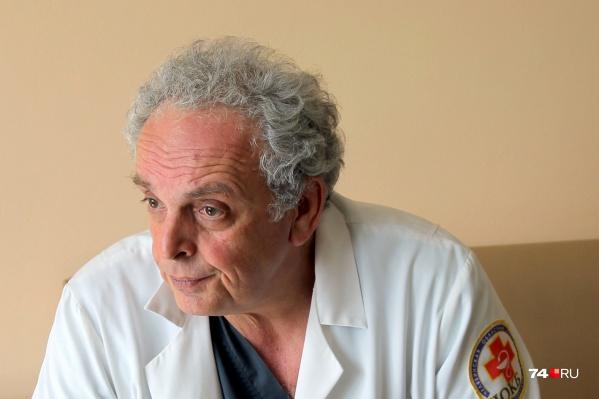 У Леонида Полляка множество наград и благодарностей за профессионализм и помощь пациентам