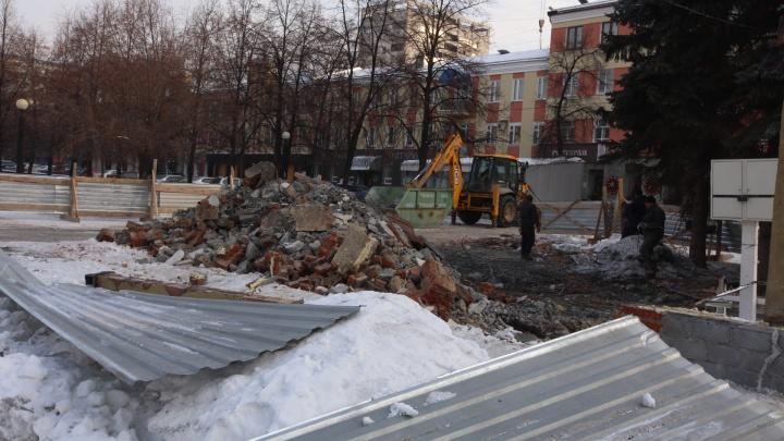 Как швейцарские часы. Главную пешеходную улицу Челябинска начали зачищать от павильонов и киосков