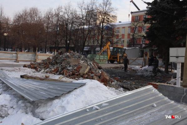 Салон «Швейцарские часы» много лет работал в небольшом павильоне на улице Кирова, 161а