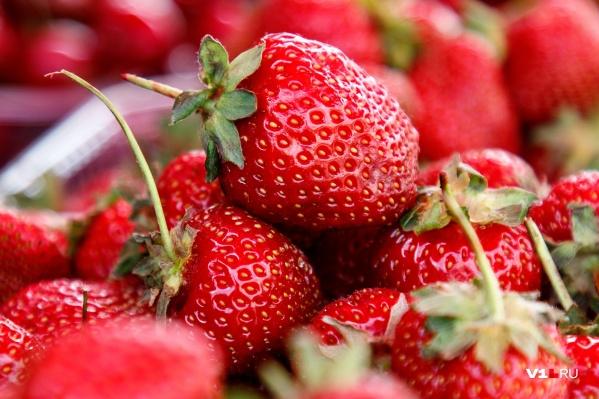 Прилавки волгоградских рынков и магазинов накрыло ярко-красным «покрывалом»