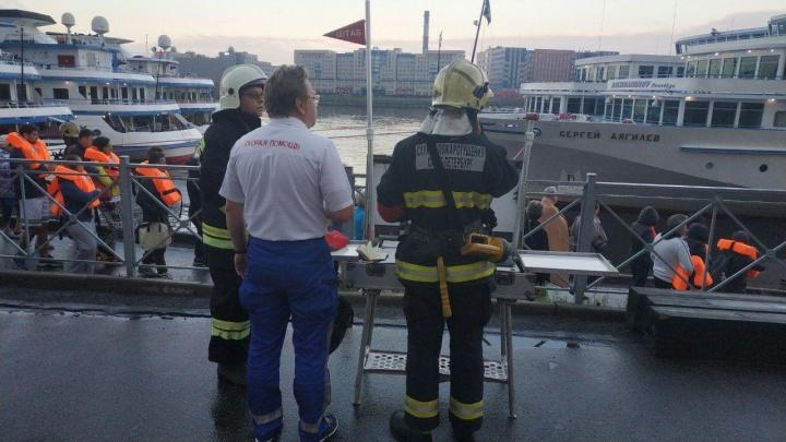 Названа основная версия пожара на ростовском теплоходе «Петр Чайковский», где погиб моторист