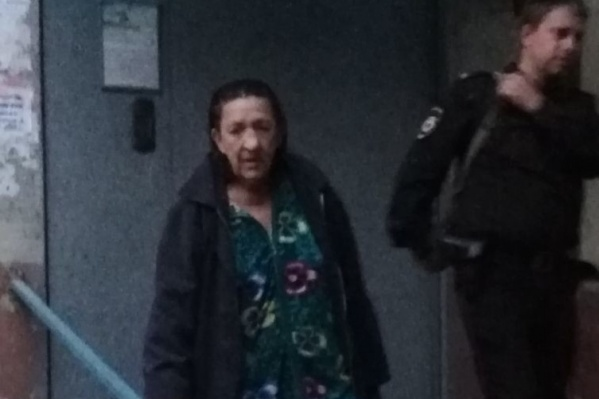 Похитительницу забрали сотрудники полиции