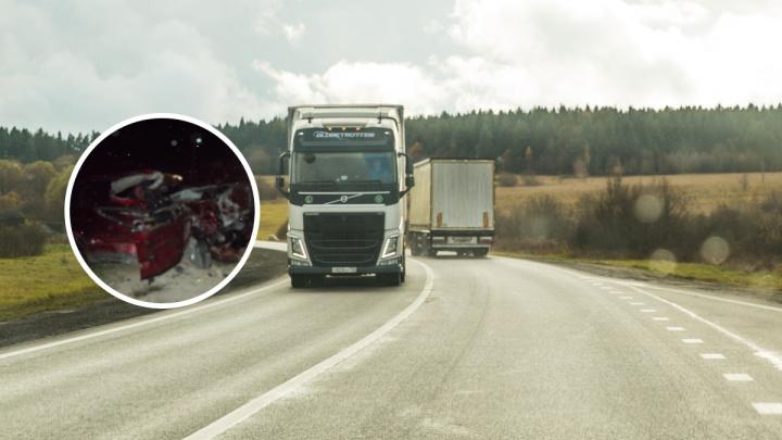 В Ярославской области МАЗ смял легковушку: пассажир погиб на месте