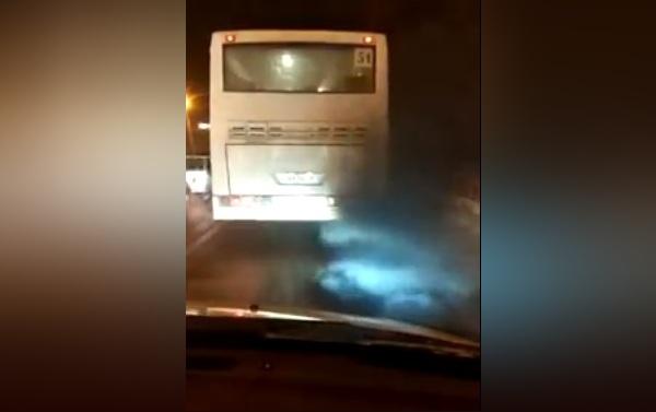 Автобус № 51 с черным дымом сняли с маршрута
