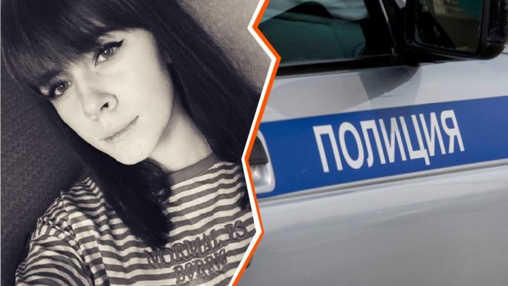 Ушла после семейного конфликта: в Новосибирске пропала 16-летняя девушка с татуировкой и пирсингом