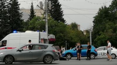 На площади Ленина седан сбил мотоциклиста