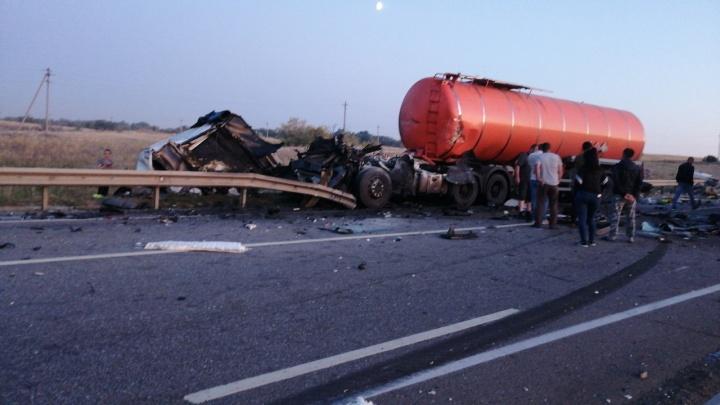 «Лопнула шина»: в Дубовском районе случилось ДТП с участием грузовиков