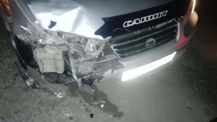 Водитель Toyota Camry Gracia протаранил Honda Fit