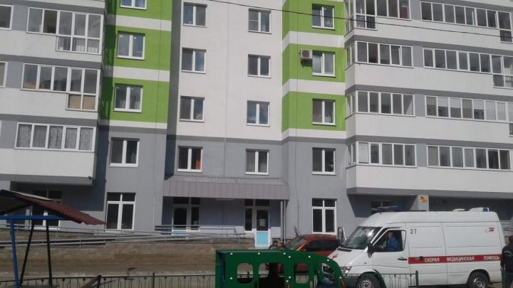 Врачи констатировали смерть: в Уфе с девятого этажа упал 6-летний мальчик