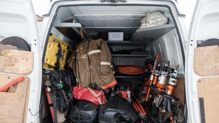 В Прикамье спасатели вытащили из воды двух туристов, у которых байдарку унесло течением