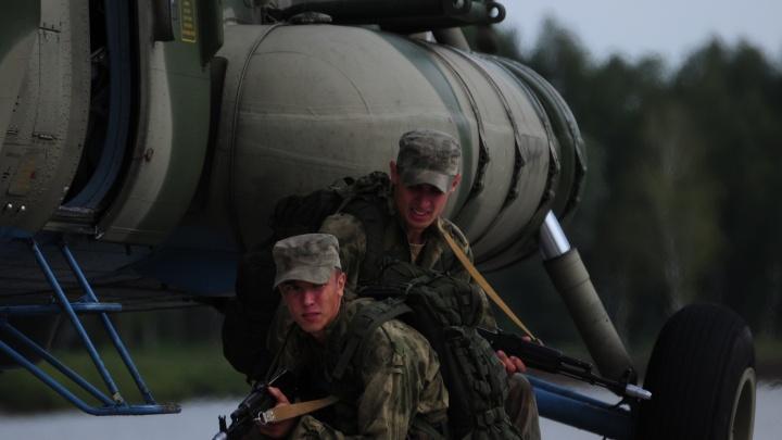 Отразили атаку и захватили бандита: на авиабазе Толмачёво прошли учения группы антитеррора