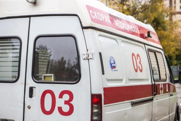 На месте происшествия работали врачи скорой помощи