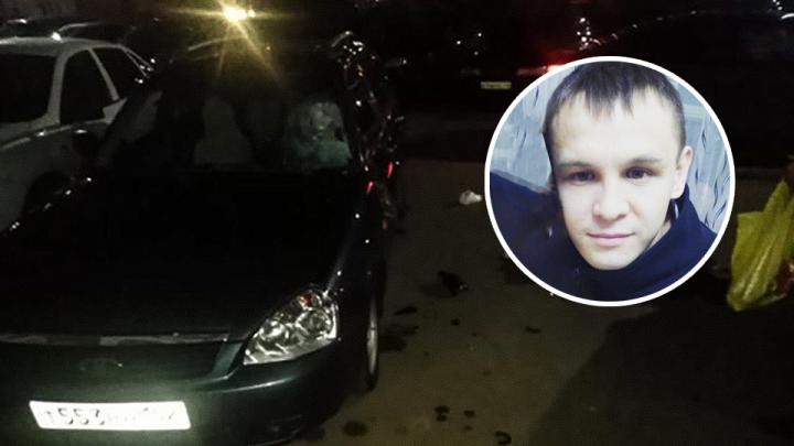 В Башкирии из окна выпал молодой человек, удар пришелся на припаркованную машину