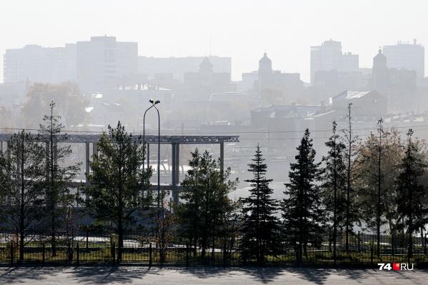 Смог висит над Челябинском уже несколько дней и не рассеивается из-за безветренной погоды