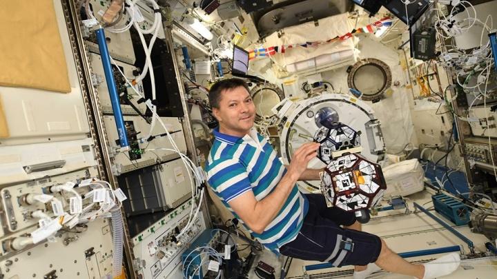 Самарского космонавта наградят почетным знаком и денежной выплатой