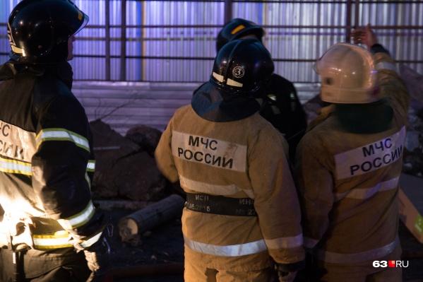 На место происшествия выезжали несколько пожарных расчетов