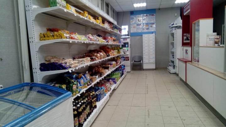 Кто последний в очереди: в новосибирских отделениях Почты России начали продавать пиво
