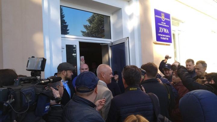 В Тольятти новых депутатов от КПРФ не пустили в городскую думу