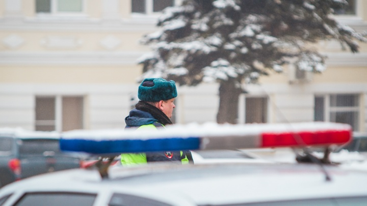 Водитель грузового «японца» протаранил КАМАЗ на трассе под Таганрогом и погиб на месте
