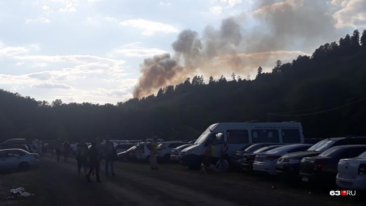 «Угрозы населённым пунктам нет»: пожарные рассказали, что загорелось на Грушинском