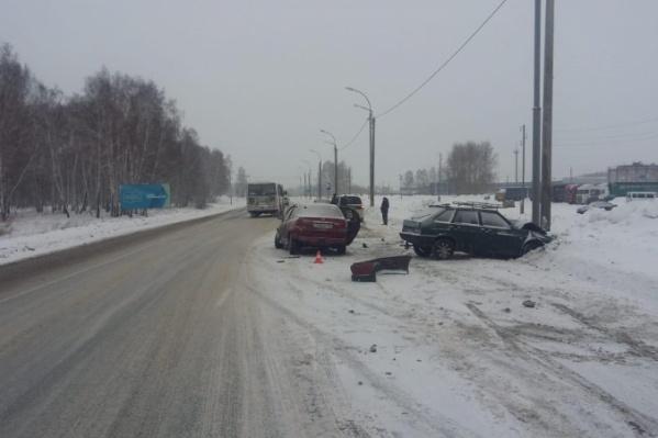 ДТП случилось на 78-м километре трассы Р-256 между Линёво и Дорогино