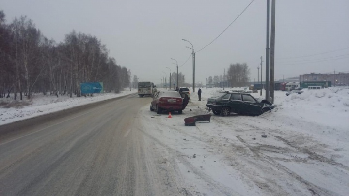 Ребёнок пострадал в жёстком ДТП с двумя встречными авто на трассе