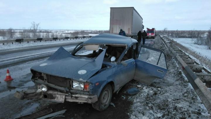 «Выехал на встречку»: под Челябинском двое погибли в аварии «Лады» и грузовика